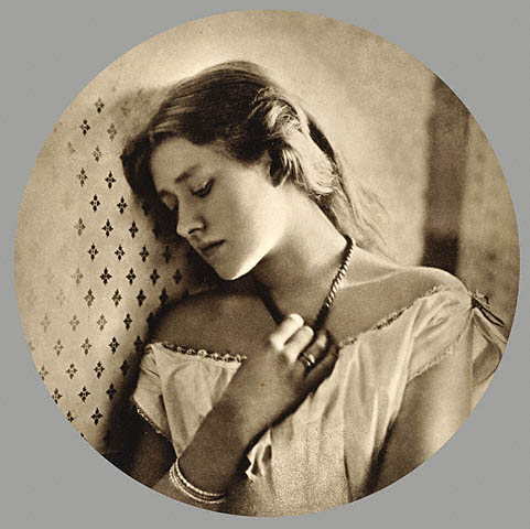 Ellen_Terry_at_age_16_by_Julia_Margaret_Cameron